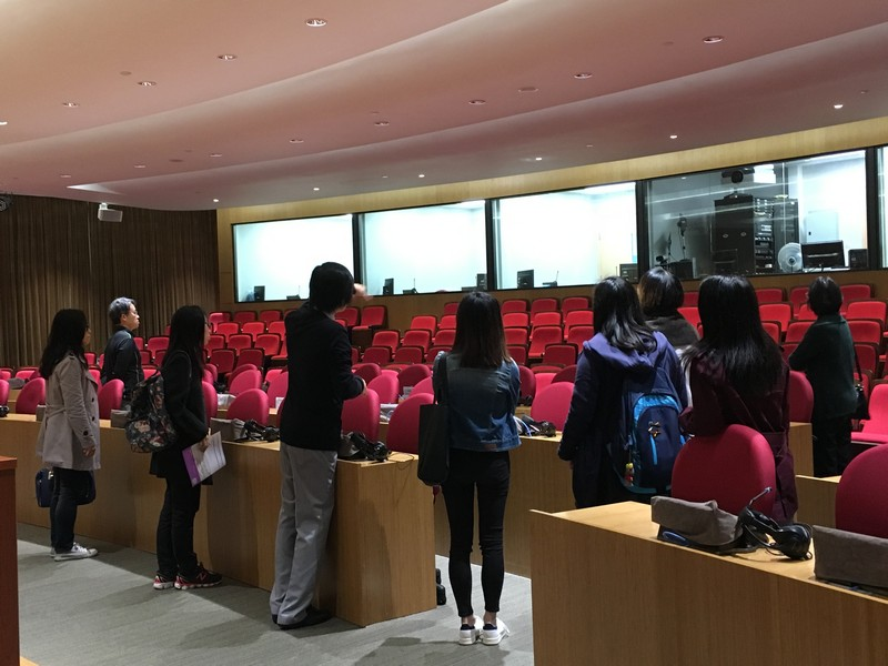 Guided tour of interpreting facilities in Fung Yiu King Hall