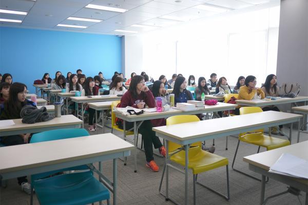 Students participating in Mr Tse Kwun Tung's talk