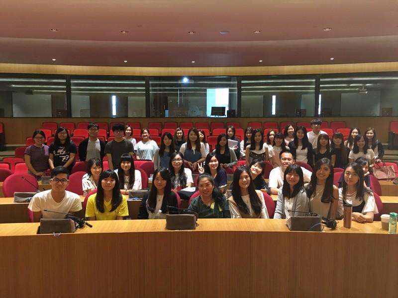 到訪同學與翻譯學院學生一同參與影視翻譯課。