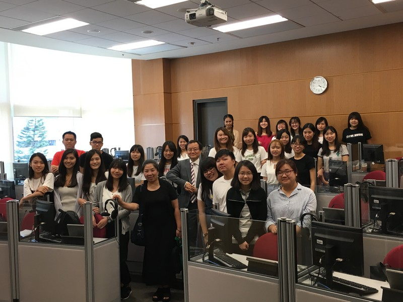 The visiting group with Dr Cheung King Man, the module teacher of Consecutive Interpreting, and BTB students.